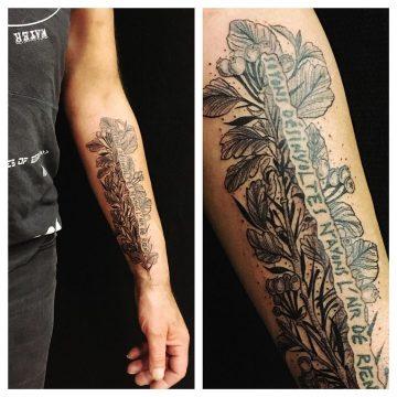 Tatouage branche d'aubépine sur l'avant-bras