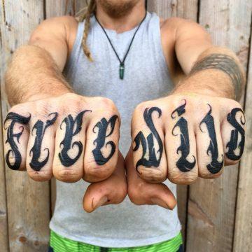 Tatouage Calligraphie « Free » « Wild »