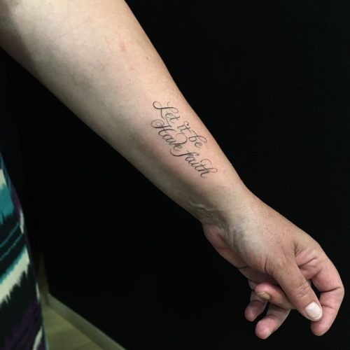 Tatouage Calligraphie « Let it be, have faith »
