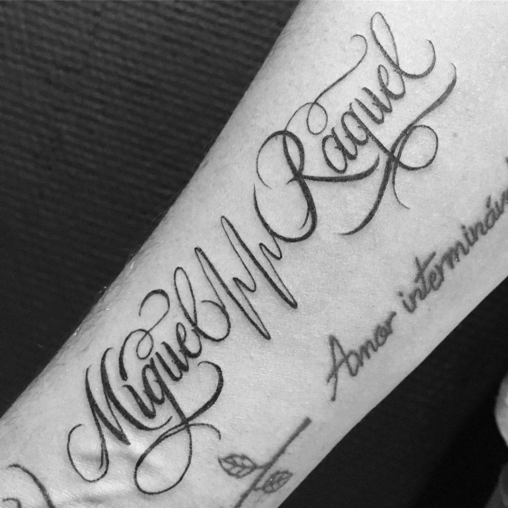 Tatouage calligraphie « Miguel Raquel »