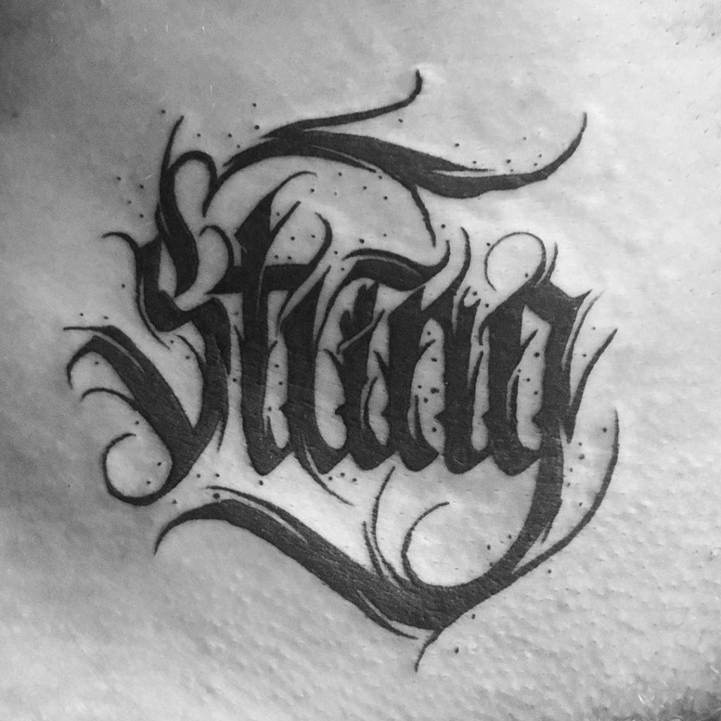 Tatouage calligraphie « String»