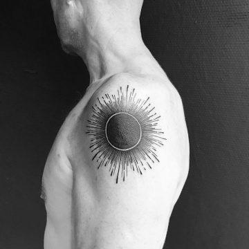 Tatouage éclipse solaire