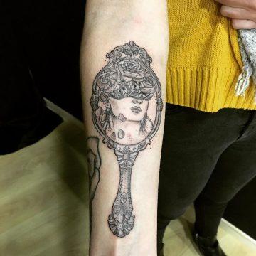 Tatouage La femme au miroir