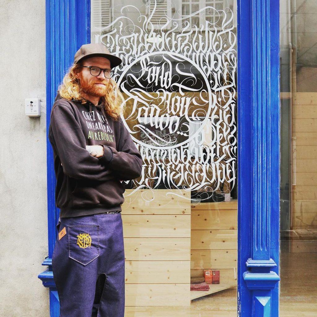 Salon de tatouage Fond Noir Tattoo à Saint-Girons, vue de la devanture