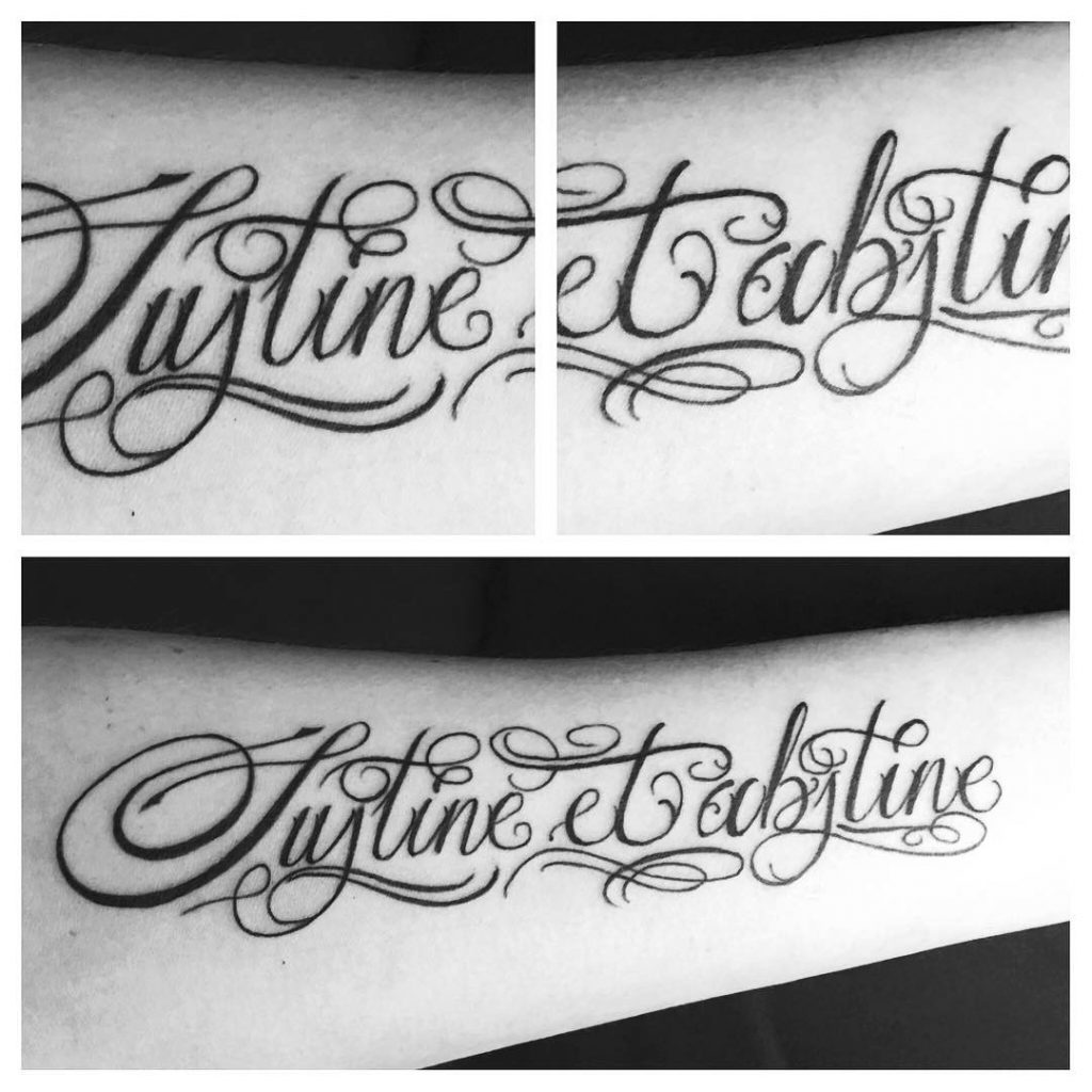 Tatouage calligraphie Sustine et Abstine